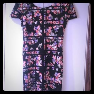 Dresses & Skirts - Floral fitted Dress